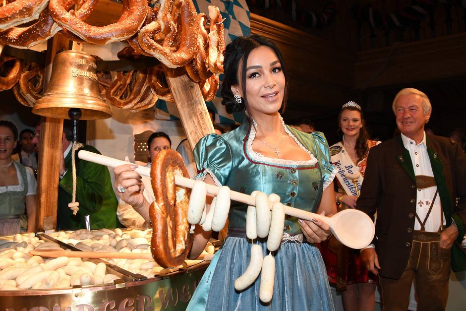 Verona Pooth feiert auch gerne in Tirol, wie etwa hier bei der Weißwurstparty im Stanglwirt in Going bei Kitzbühel.