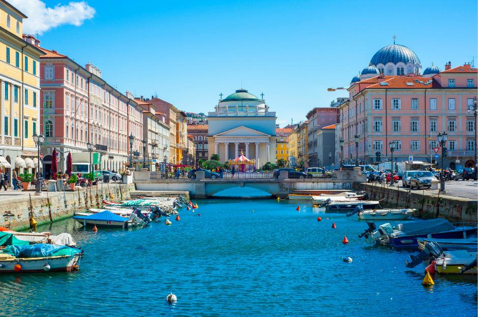Inmitten der Bauten im Wiener Stil hat Triest auch einen Canale Grande zu bieten.