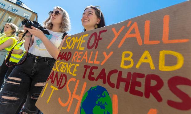"""""""Manche von euch hatten schlechte Biologie-Lehrer"""" stand auf einem der Schilder."""