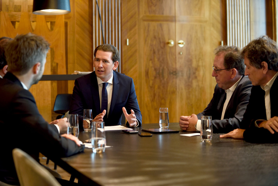 Bundeskanzler Sebastian Kurz (ÖVP) am Freitag im Gespräch mit den Chefredakteuren der Bundesländerzeitungen.