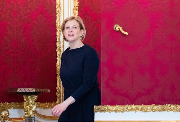 """NEOS-Parteichefin Beate Meinl-Reisinger empfiehlt Kurz """"Anstand statt Taktik""""."""