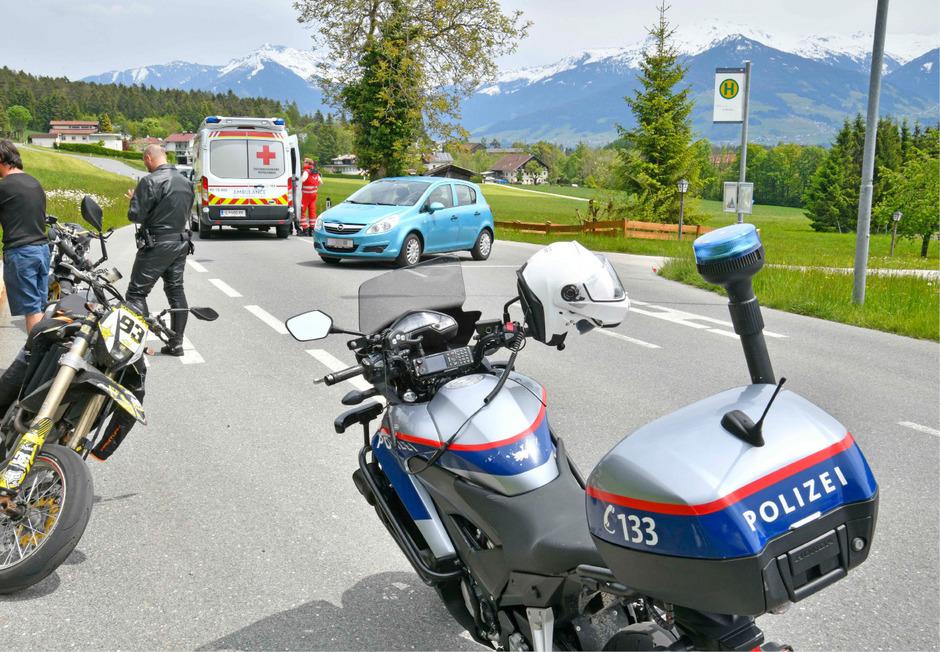 Die Rettung versorgte den verletzten Biker.