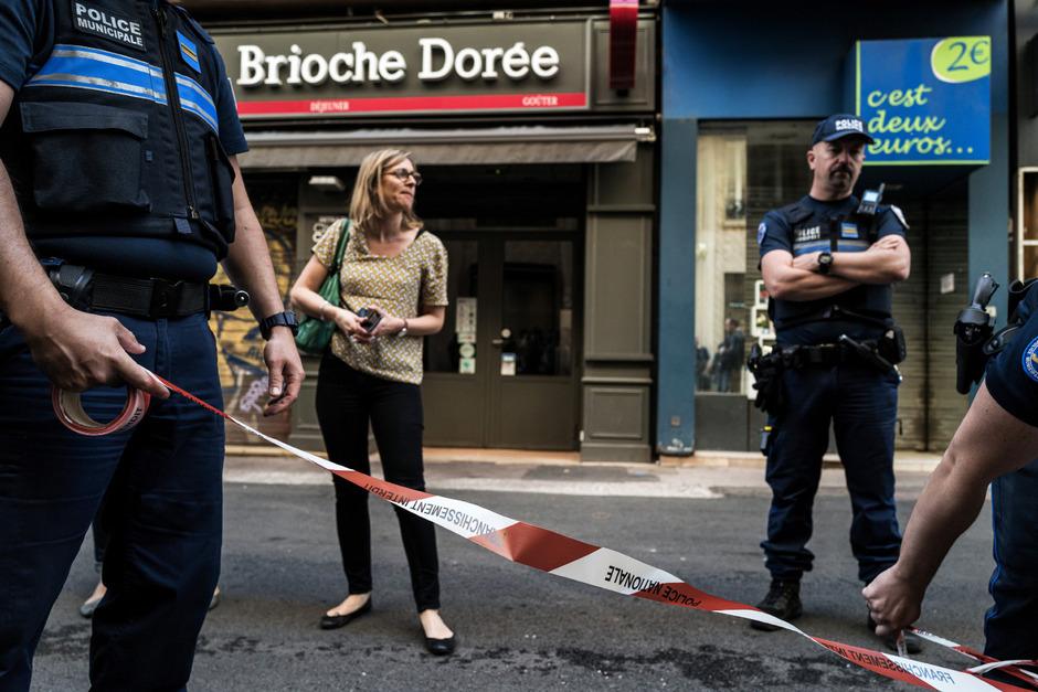 Die Polizei fahndet unter Hochdruck nach dem Verdächtigen.