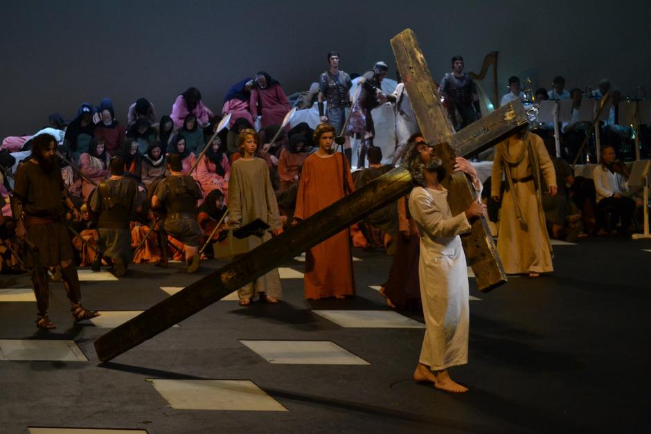 Jesus (Erwin Kronthaler) auf dem Kreuzweg. Ein Mensch in seiner schwersten Stunde.