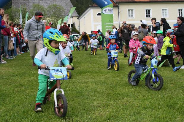 Das MTB-Festival startete mit den Kinderrennen.
