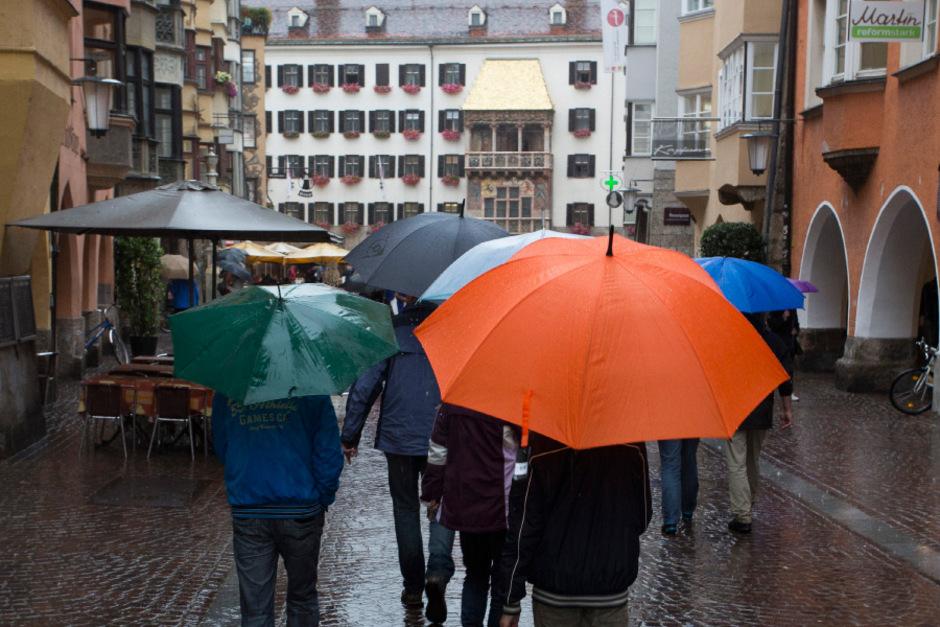 Den Regenschirm sollte man in der kommenden Woche stets griffbereit haben. (Archivfoto)