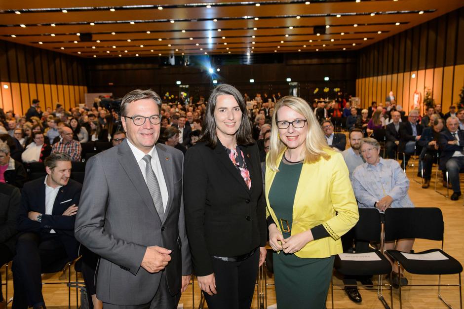 Tirols LH und VP-Chef Günther Platter, Spitzenkandidatin Barbara Thaler und Wirtschaftsministerin Margarete Schramböck.