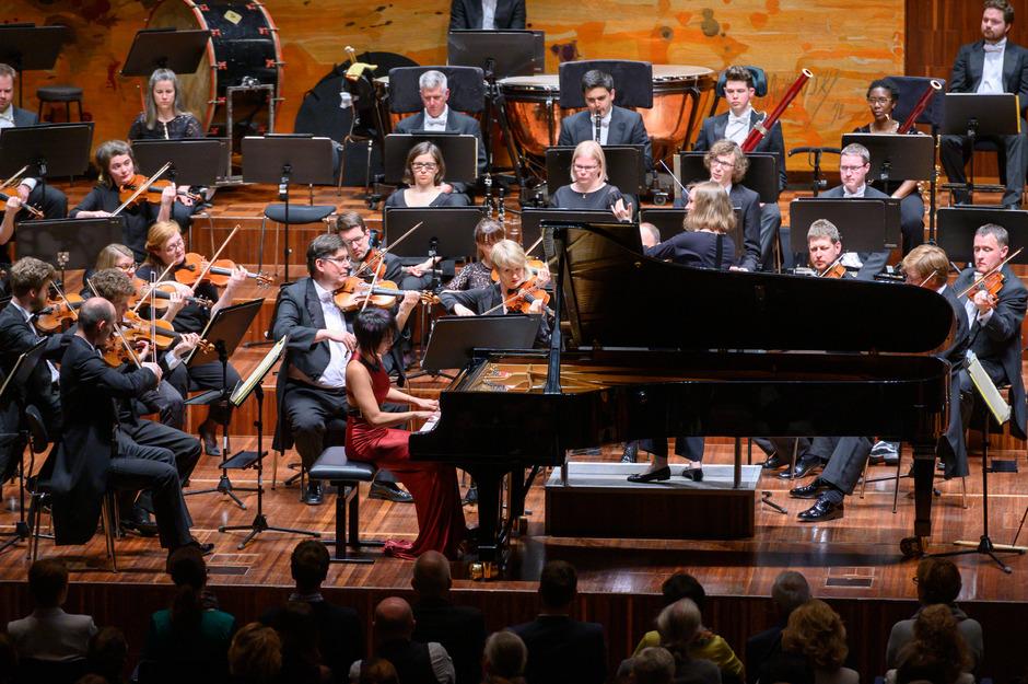 Die 32-jährige Pianistin Yuja Wang ist derzeit eine der gefragtesten Virtuosinnen der Szene.