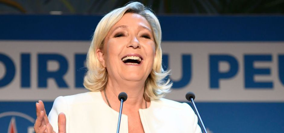 Le Pen steht der Triumph ins Gesicht geschrieben.