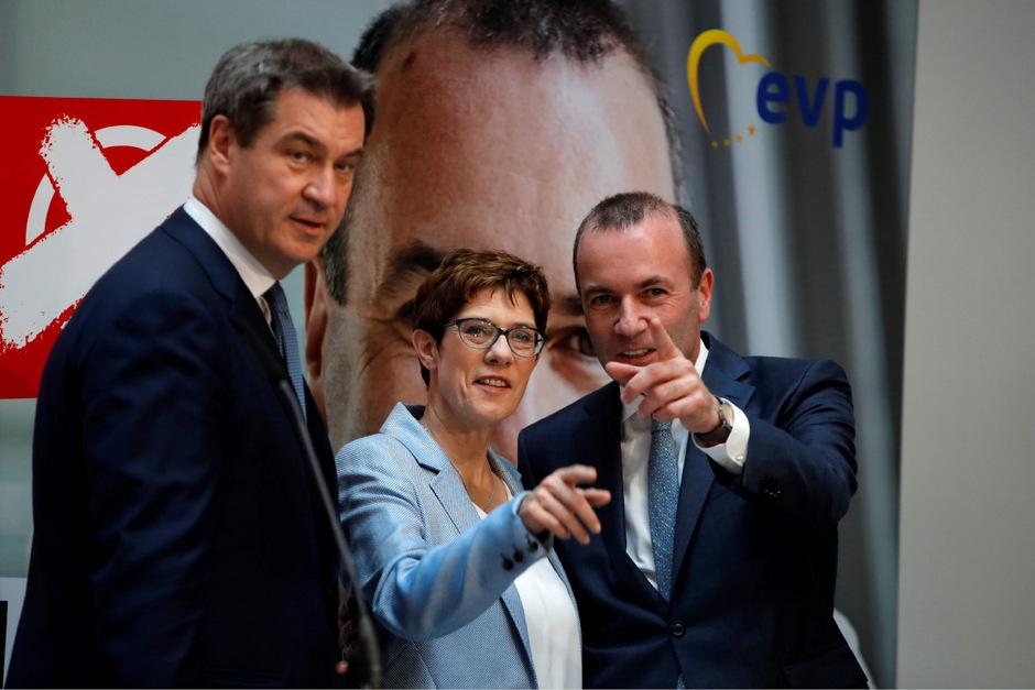 Annegret Kramp-Karrenbauer (CDU) mit EVP-Spitzenkandidat Manfred Weber und CSU-Chef Markus Söder (l.).