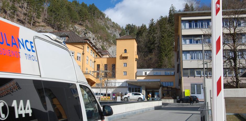 Am Krankenhaus St. Vinzenz sind die bundesweiten Vorgaben aus der österreichischen Gesundheitsreform erfüllt, wie LR Bernhard Tilg und die Spitalsführung gestern hervorhoben.