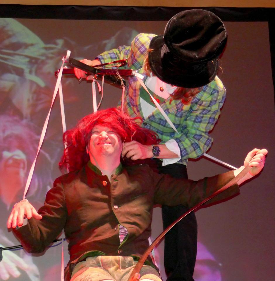 """Auch der Klassiker """"Die Marionette mit der singenden Säge"""" wird heuer nochmals aufgeführt."""