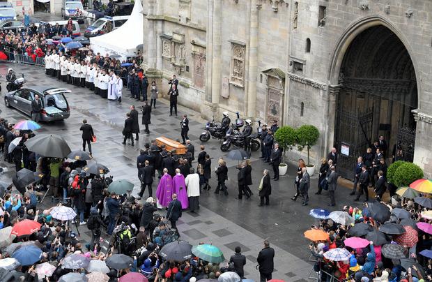 Der Auszug aus dem Stephansdom nach dem Requiem für Niki Lauda.