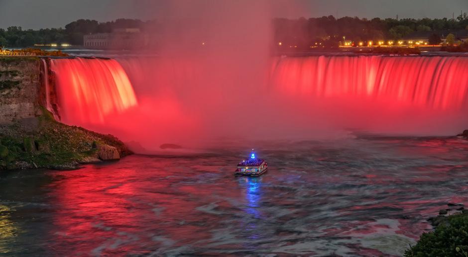 Eines der wenigen Vorbilder für die InnSzenierung soll die Illumination der Niagarafälle in Nordamerika sein.