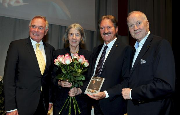 Buchpräsentation: Heinrich Scherfler, Ernst Brandls Witwe Monika Brandl-Knapp, BM Hans Lintner und Autor Peter Hörhager (v.l.).