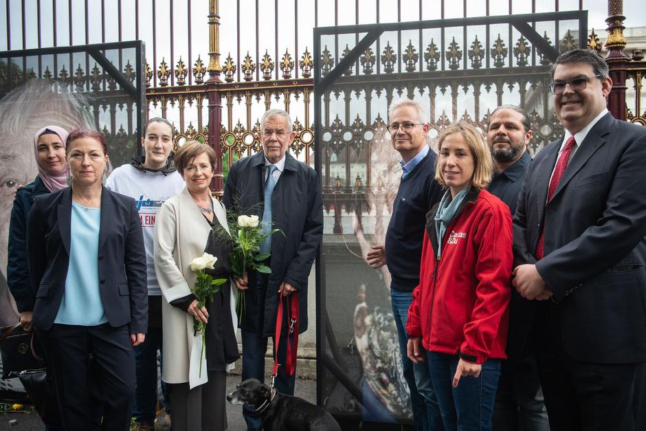 Van der Bellen stattete der Mahnwache einen Besuch ab und dankte den Freiwilligen.