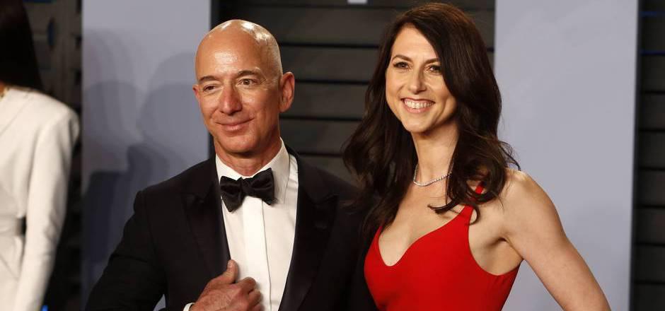 Kurz vor Berichten über eine außereheliche Affäre hatten Bezos und seine Frau MacKenzie ihre Scheidung nach 25-jähriger Ehe angekündigt.