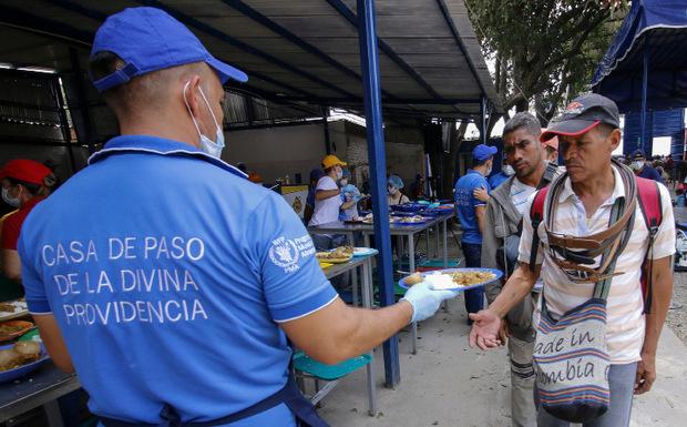 In ganz Venezuela fehlt es am Nötigsten. Viele versuchen ins Ausland zu fliehen.