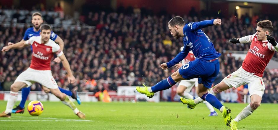 """Für Chelseas belgischen Superstar Eden Hazard (r.) könnte das heutige Endspiel das letzte im Dress der """"Blues"""" sein. Der Belgier wird schon länger mit Real Madrid in Verbindung gebracht. Dort schwingt sein Idol Zinedine Zidane das Trainerzepter."""