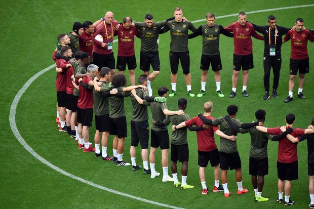 Arsenals Kicker spielen für ihren Teamkollegen Henrikh Mkhitaryan, der aufgrund politischer Spannungen zuhause blieb.