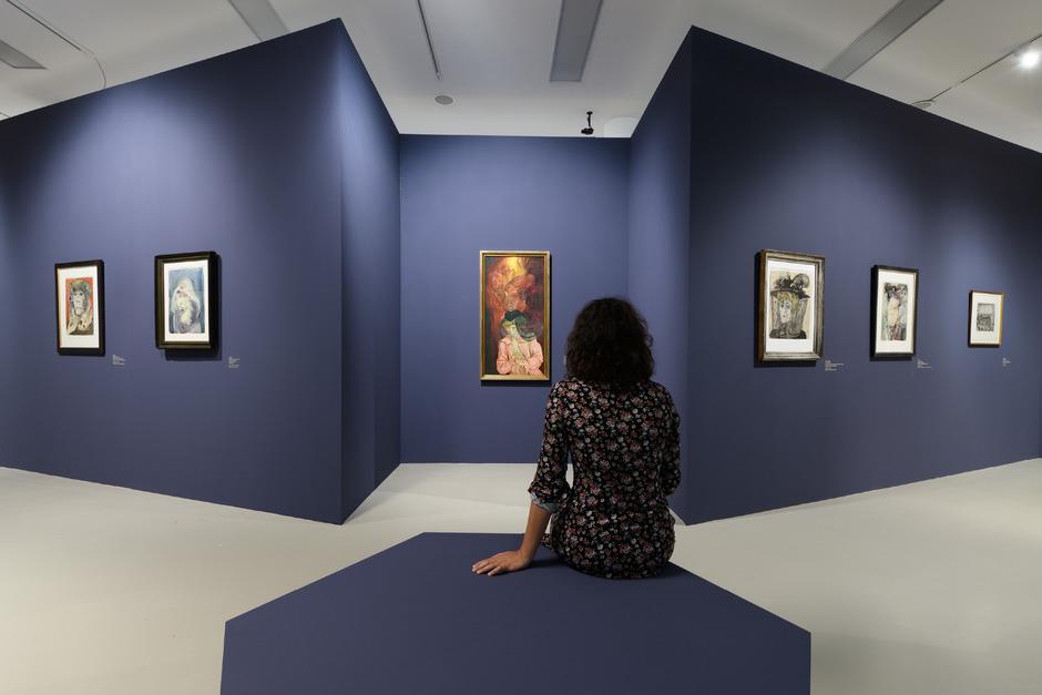 """Blick in die Ausstellung """"Egger-Lienz und Otto Dix. Bilderwelten zwischen den Kriegen"""" im Tiroler Landesmuseum Ferdinandeum."""