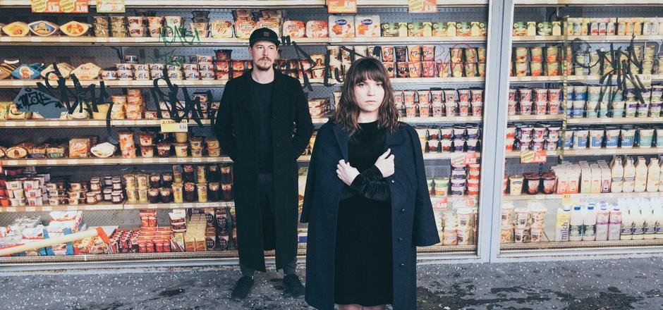"""Kein Projekt für nebenher: Das Duo """"Low Potion"""" stellt mit """"Silk Blue"""" seinen ersten Longplayer vor. Die Electro-Popmusik ist auch für Zuhörer kein Hintergrundsound."""