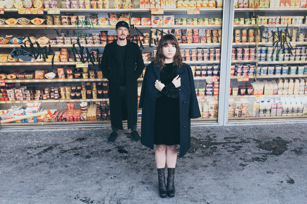 """Das Duo """"Low Potion"""" stellt am Samstag sein Debütalbum """"Silk Blue"""" vor."""