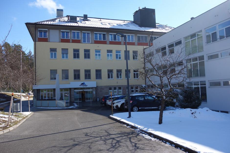Ursprünglich sollte das Krankenhaus Natters geschlossen werden. Nach heftigen Protesten wurde das Vorhaben wieder zurückgenommen.