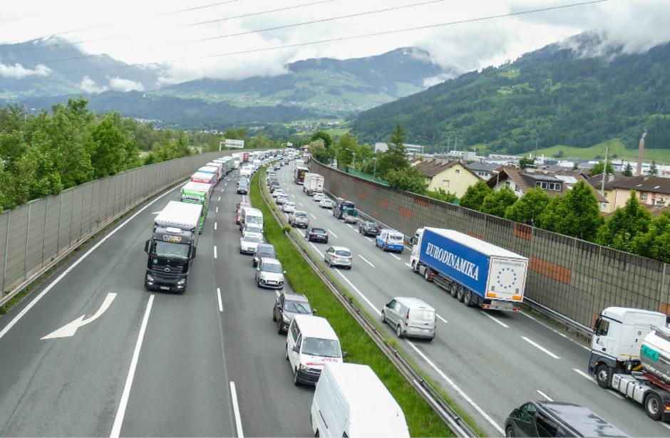 Und wieder einmal ging am Mittwoch zuerst auf der Inntal- (Bild) und dann auf der Brennerautobahn (fast) gar nichts mehr.