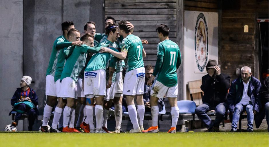 Eliteliga fixiert: Telfs durfte nach dem 1:0-Sieg gegen Hall über den Aufstieg jubeln. Mit dem Kreuzbandriss von Mittelfeldspieler Manuel Rott blieb allerdings ein bitterer Nachgeschmack.