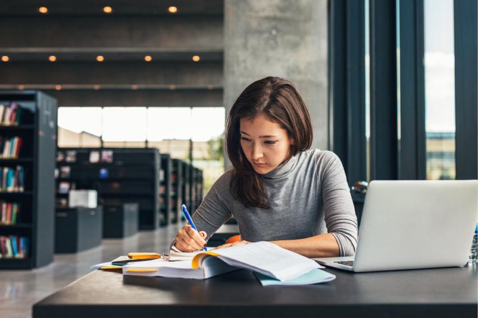 Gerade vor Prüfungen stehen viele Studenten unter Stress und haben daher Angst.