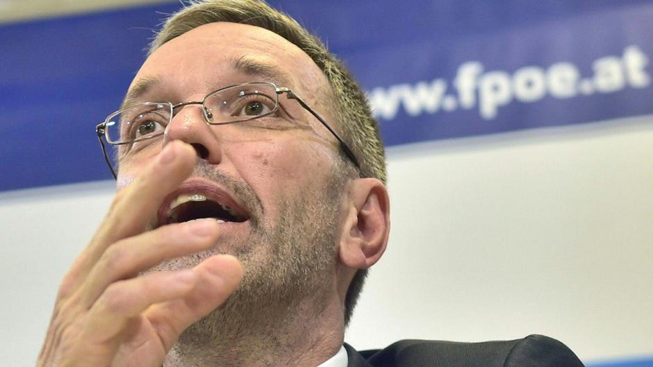 """Herbert Kickl sieht in der Abwahl der ÖVP eine """"Notwehrgemeinschaft gegen eine klare Machtergreifung der ÖVP""""."""