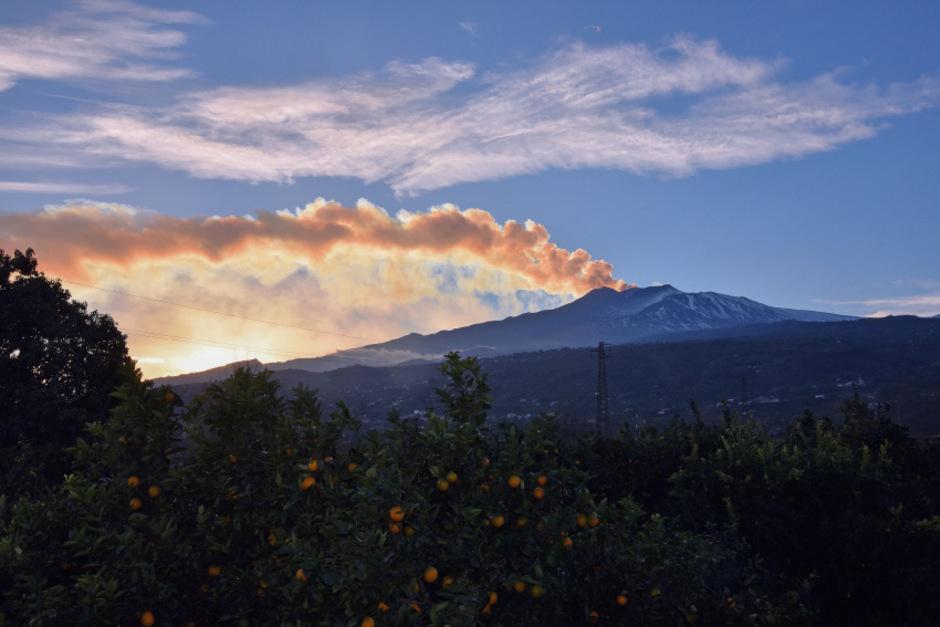 Der Vulkan Ätna auf Sizilien auf einem Archivfoto.