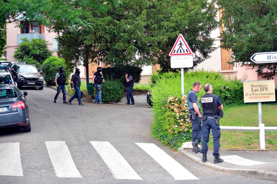 Die Polizei suchte mit Fahndungsbildern nach einem Verdächtigen und nahm am Montag schließlich einen 24-Jährigen fest.