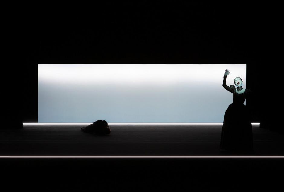 """Großes Solo für Isabelle Huppert: Die französische Schauspielikone gastierte mit """"Mary Said What She Said"""" bei den Wiener Festwochen."""