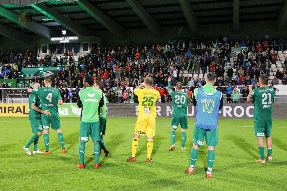 Ein Sieg gegen Horn - und die Wattener Kicker können mit ihren Fans den Aufstieg in die Bundesliga feiern.