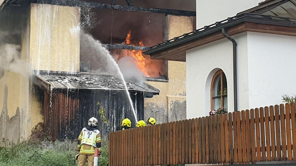 Die Feuerwehren von Hall, Absam, Thaur und Mils waren im Einsatz.