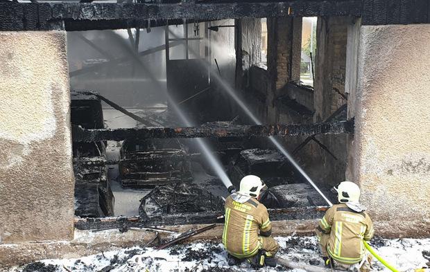 20 Oldtimer sollen dem Brand zum Opfer gefallen sein.