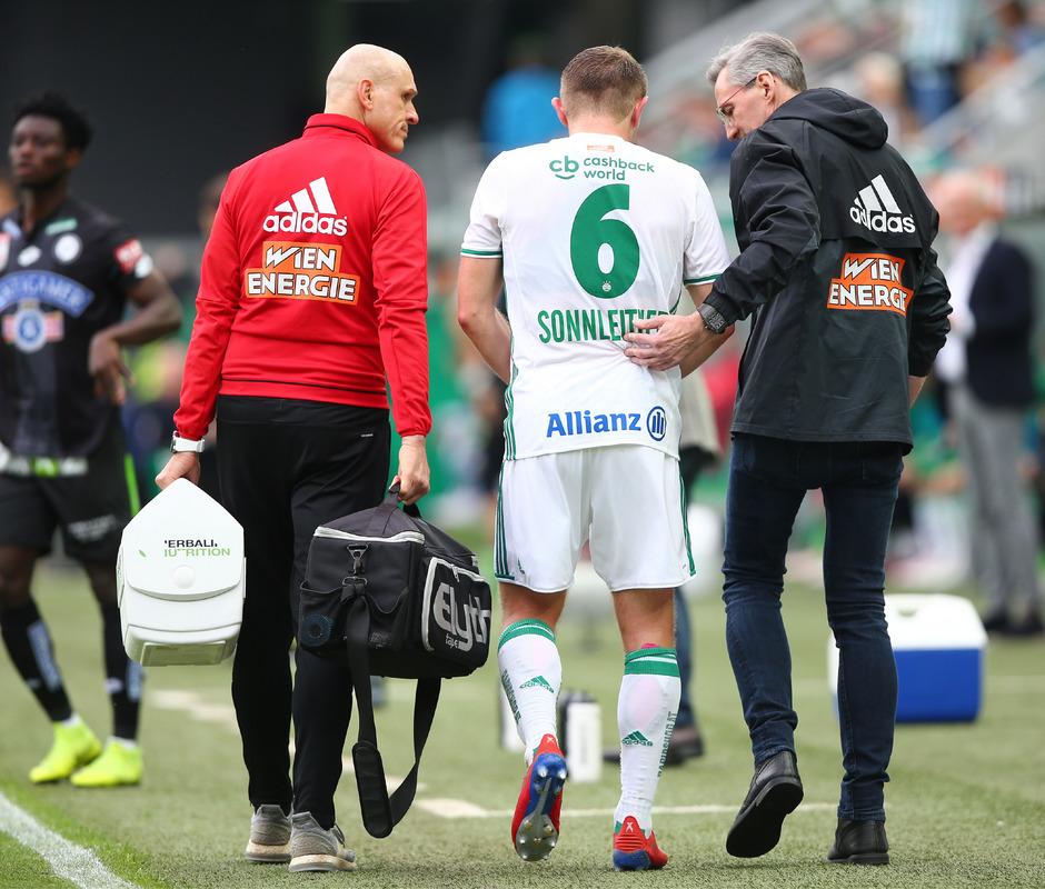 Marion Sonnleitner musste verletzt vom Feld. Ersatzmann Leo Greiml war schließlich an zwei Gegentoren beteiligt.