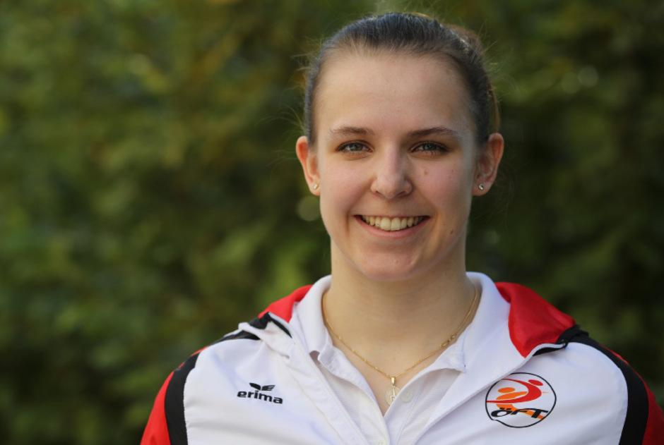 Jasmin Mader strahlt über ihren zweiten Weltcup-Podestplatz.