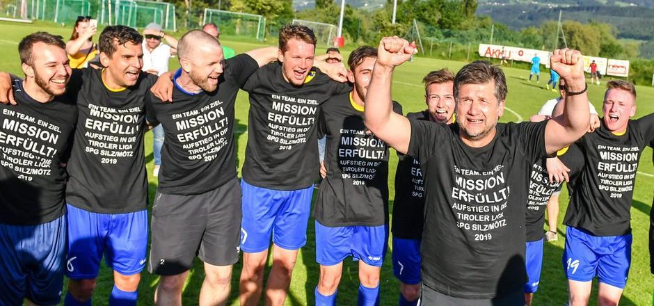 Vorzeitig Meister mit Silz/Mötz: Nur der Fußball schaffte es, Trainer Aleksandar Matic nach einem privaten Schicksalsschlag zu trösten.