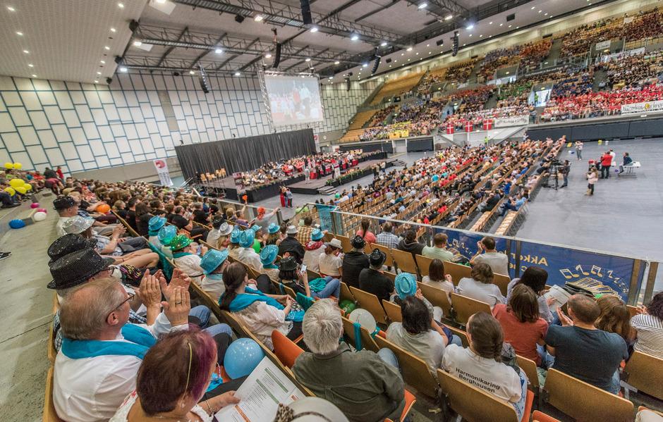 """Tausende Besucher in der Olympiaworld Innsbruck bejubelten die Preisverleihung zum Abschluss des 13. """"World Music Festivals"""""""