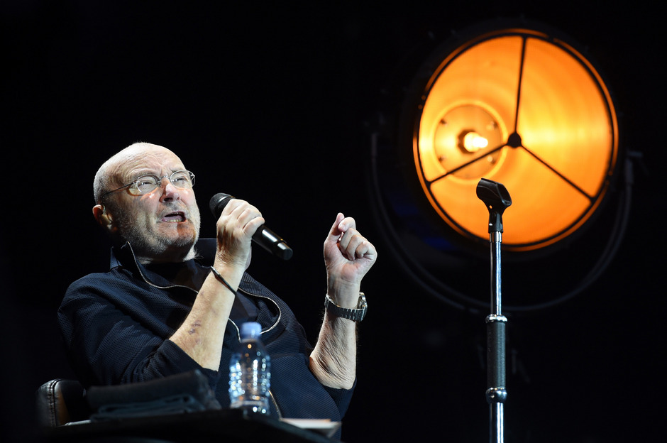 Auch wenn sich Phil Collins seit einer Halswirbel-OP nur mehr eingeschränkt bewegen kann: Auf der Bühne ist er immer noch einer der ganz Großen. Das bewies er am Sonntag in Wien.