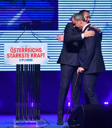 Stärkste Zerreißprobe: Norbert Hofer (r.) kann seinen Vorgänger Heinz-Christian Strache derzeit wohl nicht umarmen.