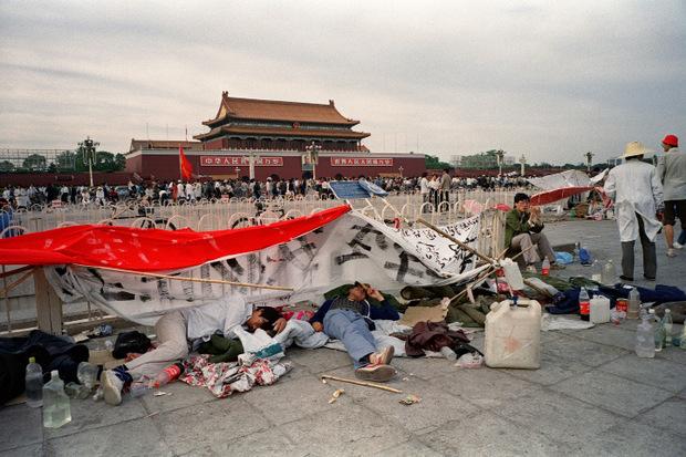 Zwei Wochen vor dem Massaker: Schlafende Studenten auf dem Tian'anmen.
