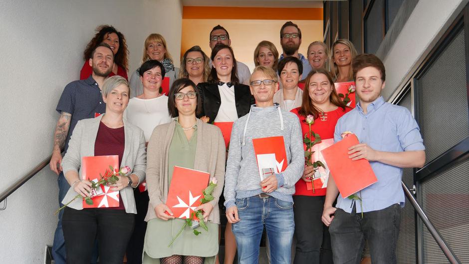 18 Teilnehmer (im Bild 17 davon) ließen sich heuer im Bereich Pflegemanagement bei den Tiroler Johannitern weiterbilden.