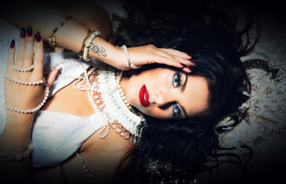 Die Matreier Sängerin Sarah Köll tritt unter ihrem Künstlernamen Sara de Blue beim Life Ball am 8. Juni in Wien auf.