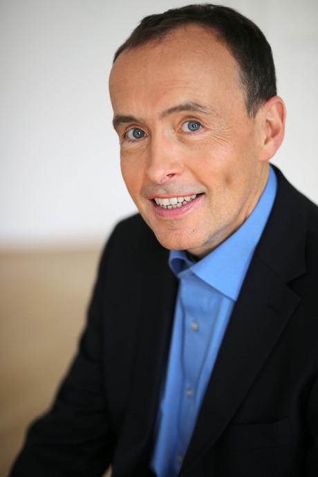 """Wolfgang Lalouschek ist Facharzt für Neurologie und systemischer Coach. Er leitet das Interdisziplinäre Gesundheitszentrum für Stressbewältigung und Burn-out """"The Tree"""" in Wien. Lalouschek ist Autor mehrerer Bücher zur Burn-out-Thematik."""