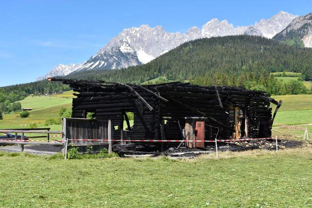 Der Stadel wurde von dem Feuer komplett zerstört.