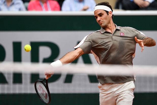 Roger Federer rang Stan Wawrinka im Eidgenossen-Duell in 3:35 Stunden mit 7:6(4),4:6,7:6(5),6:4 nieder.
